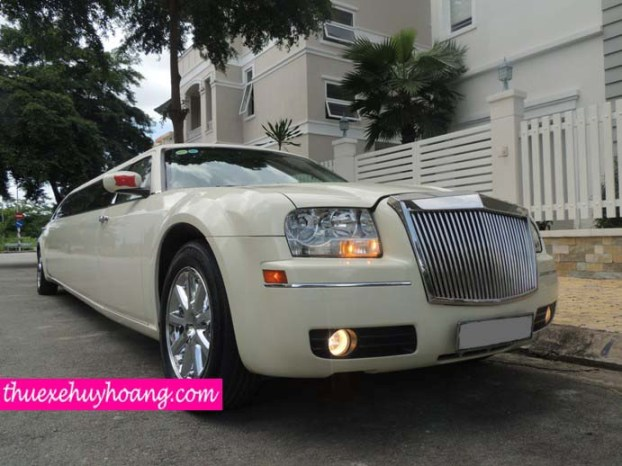 Limousine Trắng 3 khoang 2013 Giống Roll Royce